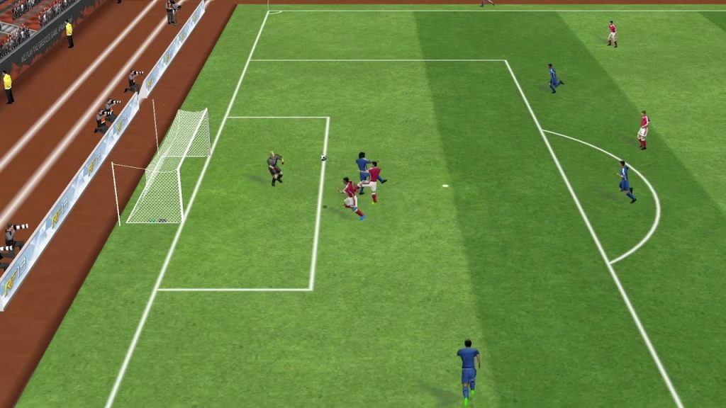 Real Football Mod Apk (Get Unlimited Money & Gold) 3